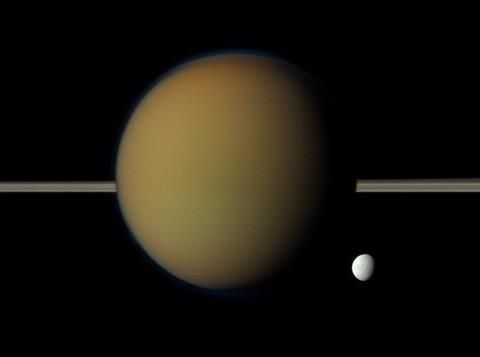 Астрономы изучили двуликие дюны титана