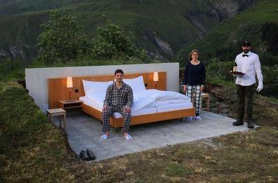 Без окон и дверей: в швейцарии открылся отель под открытым небом