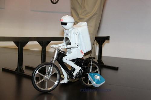 Ces 2011. роботы от murata, или японские чудеса