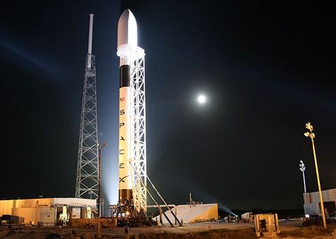 Частная ракета подняла спутник на орбиту