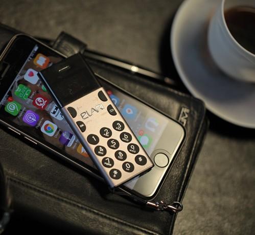 Elari представил компактный антисмартфон nanophone