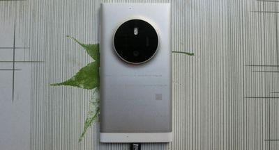Фотосмартфон microsoft lumia 1030 снова засветился на снимках, слухи о его отмене преувеличены