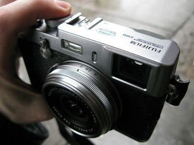 Fujifilm планирует выпустить беззеркальный фотоаппарат и обойти по объемам поставок nikon