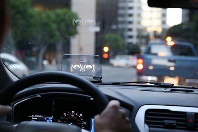 Hudway glass превратит смартфон в проекционный дисплей