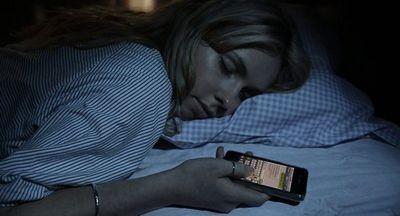 Использование смартфонов по вечерам плохо влияет на сон и работоспособность