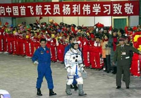 Китай обрадован из космоса: стена в иллюминаторе видна