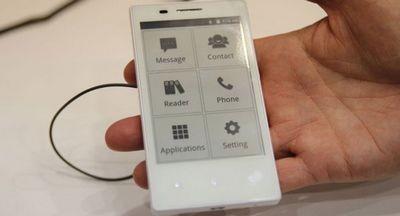 Китайцы показали на mwc дешевый e-ink смартфон на замену продвинутым телефонам
