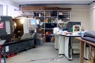 Мастерская всего на свете: экскурсия по первой в россии учебной лаборатории, где переводят цифры в атомы