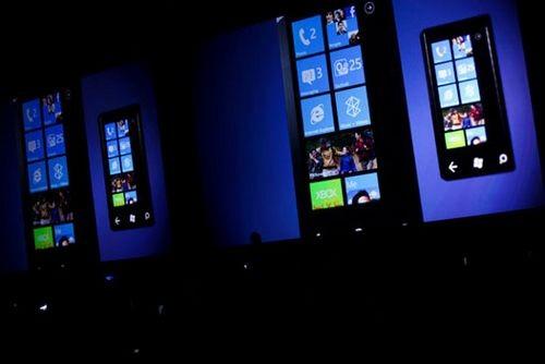 Microsoft показала windows phone 7 mango с многозадачностью
