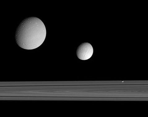 Nasa на сатурне. часть восьмая: луч миры высветил следы спирали
