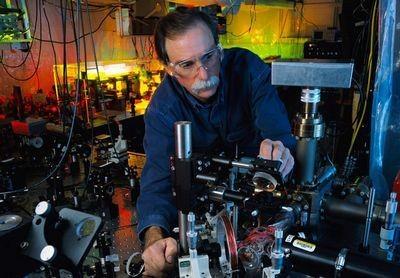 Невозможная машина, которая знает ответы наперёд: чем замечательны квантовые компьютеры