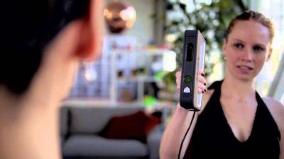 Портативный 3d-сканер sense 3d может «отсканировать» человека