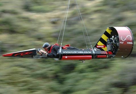 Привязанная ракета болтает лётчика между гор