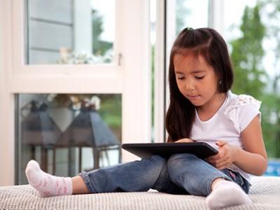 Родителей в тайване могут оштрафовать, если их дети проводят много времени с планшетом или телефоном