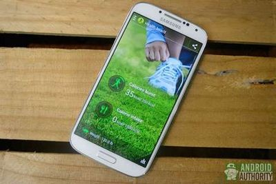 """Samsung """"программно оптимизирует"""" внутреннюю память galaxy s iv"""