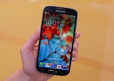 Samsung выпустит новый флагман в двух вариантах в начале 2014 г.