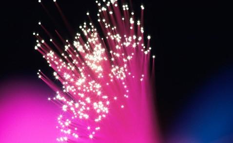 В нелинейных кристаллах впервые родились фотоны-тройняшки