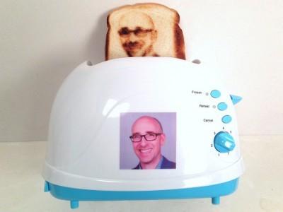 Vermont novelty toaster создала тостер, выжигающий селфи на поджаренном хлебе