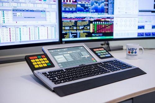 Wey technology представит в россии клавиатуру с сенсорным экраном wey smart touch
